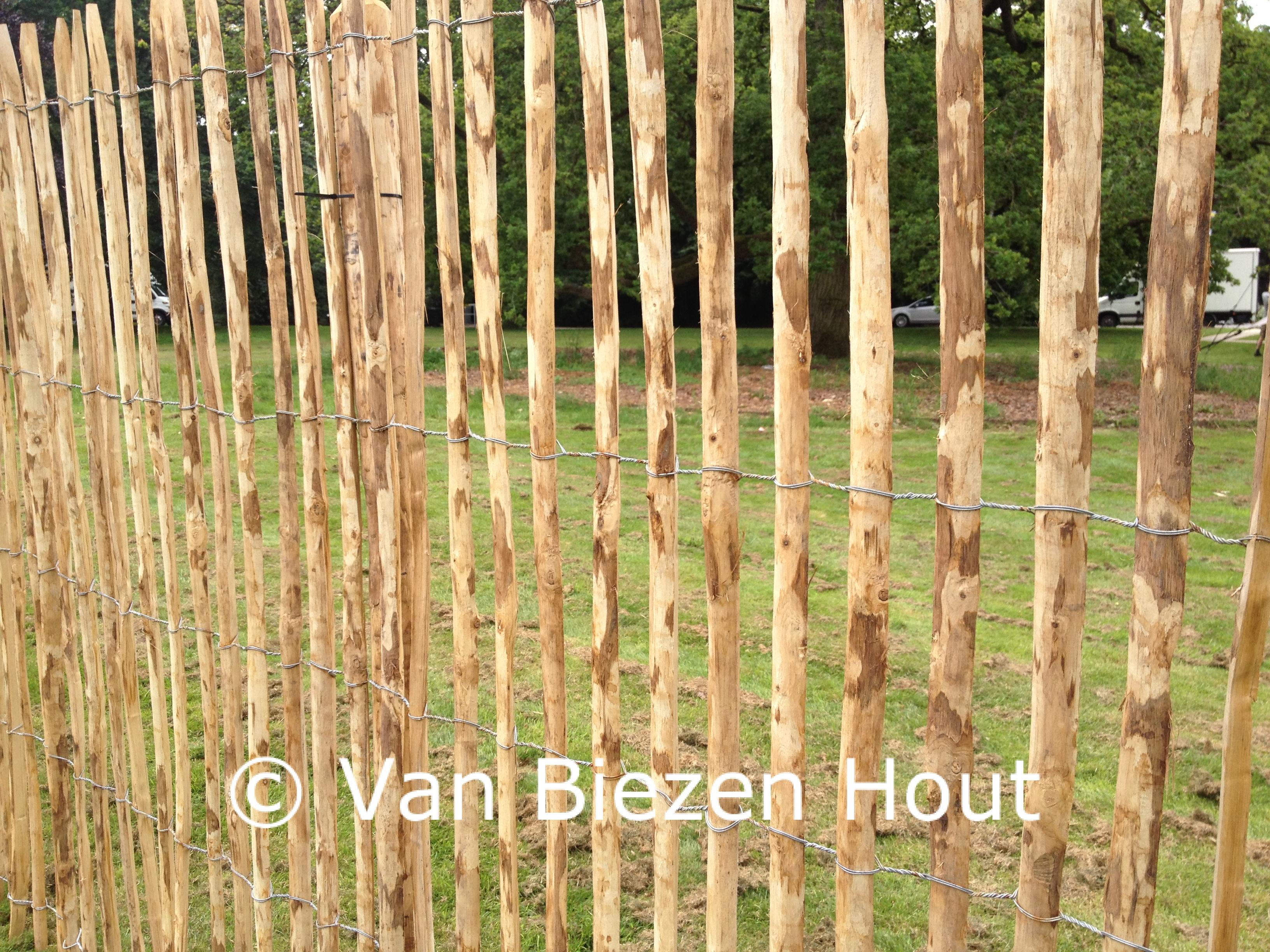 Hekwerk Tuin Gamma : Instructies voor plaatsing kastanje hekwerk van biezen kastanjehout
